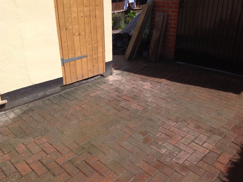 A domestic customer's block paved driveway excavated once source of leak was found.  Leak was then fixed and block paving restored